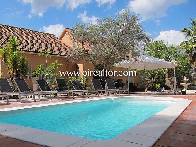 Bonita casa con piscina y jardín en la playa de Lloret de Mar.