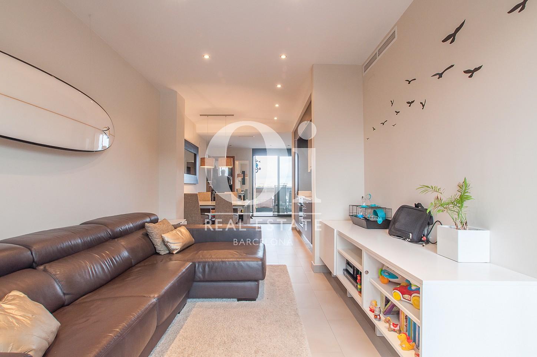 Salon cosy et lumineux dans un appartement en vente dans le Poble Nou