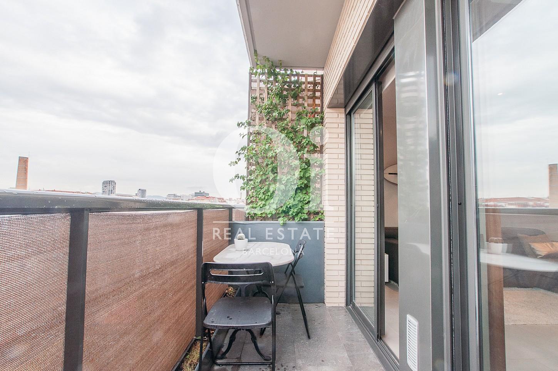 Grand balcon dans un appartement en vente dans le Poble Nou