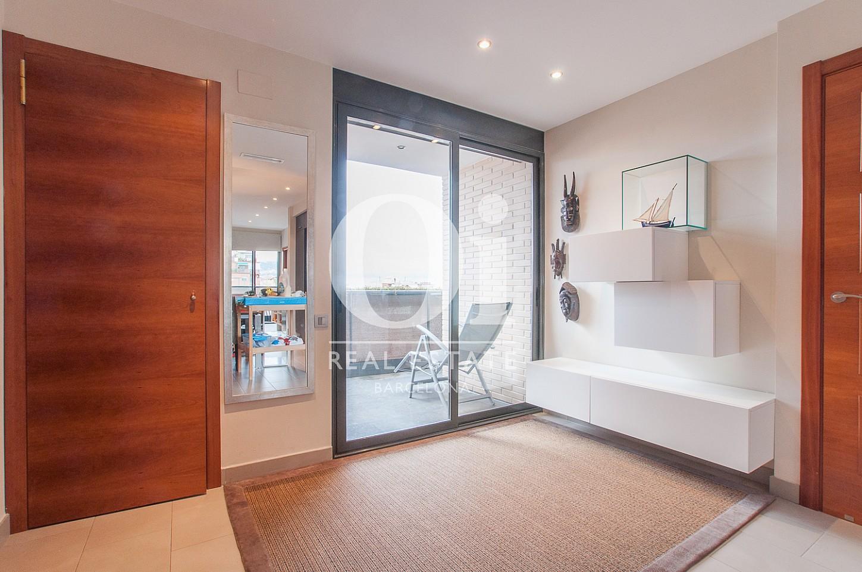 Chambre lumineuse et grande dans un appartement en vente dans le Poble Nou