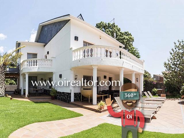 Maison individuelle exclusive en vente avec grand terrain à Sant Boi