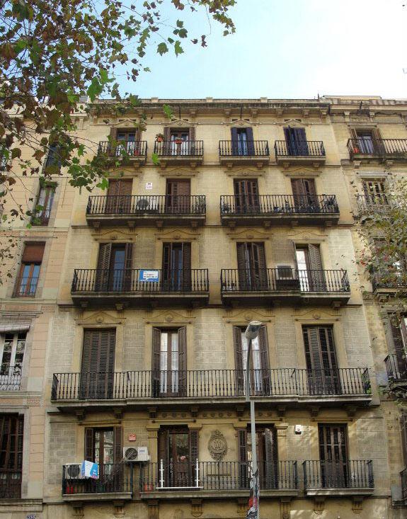 Вид  здания на продажу в Барселоне в районе Эшампле