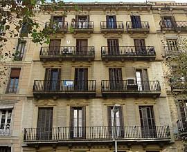 Invertir en Barcelona, finca en venta en el Eixample