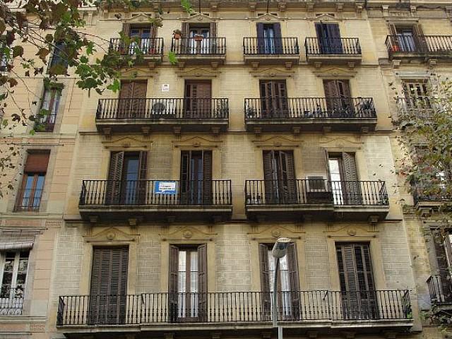 Ansicht der Luxus-Gebäude zum Kauf im Eixample in Barcelona