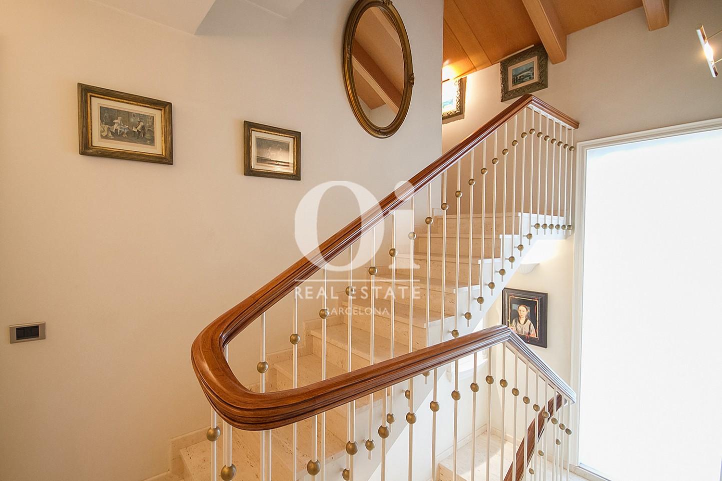 Escaliers dans une maison en vente à La Bonanova
