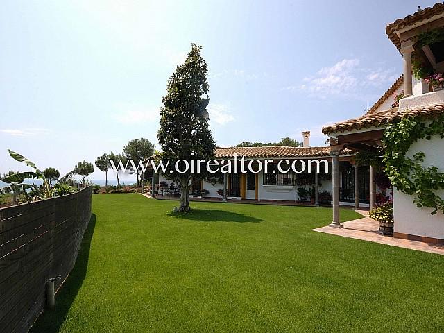 Encantadora casa en venta  estilo cortijo andaluz en Can Teixidó, Alella
