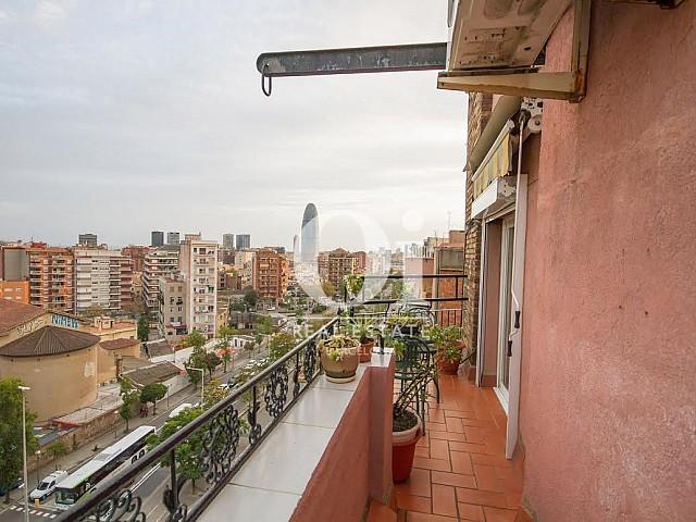 Fantástico ático en venta con bonitas vistas en Calle Valencia junto a Meridiana