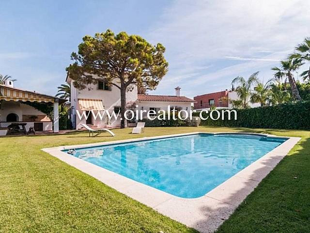 Preciosa casa rústica mediterrània en Terramar, Sitges