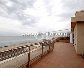 Espectacular ático en venta en primera línea de mar en Vilassar de Mar