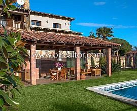 Casa en venta estilo masia rústica en Vilassar de Dalt, Maresme