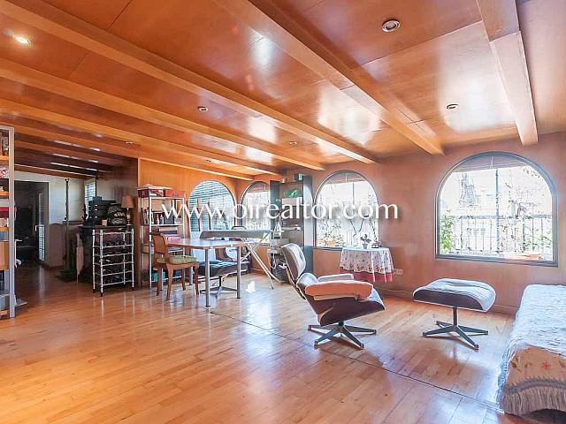 Espectacular àtic en venda amb vistes i terrassa de 60 m2 a Eixample