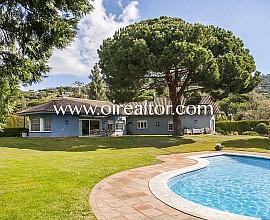Gran casa unifamiliar en venda amb precioses vistes al mar a Can Tolrà, Cabrils, Maresme