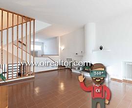 Casa aparellada en venda amb potencial al centre de Vilassar de Mar, Maresme