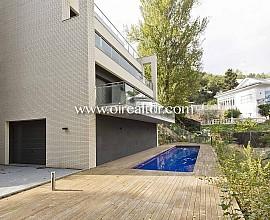 Eindruckvolles Einfamilienhaus zum Verkauf mit Anblicken auf den Parc von Collserola.