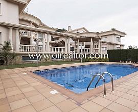 Elegantes und majestätisches Haus zum Verkauf in Santa Susanna, Maresme
