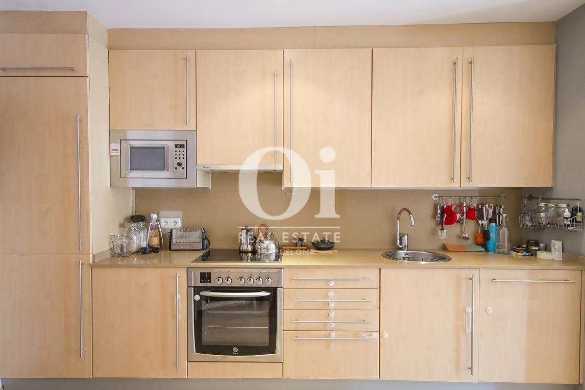 Вид открытой кухни в апартаменты на продажу в районе Побленоу