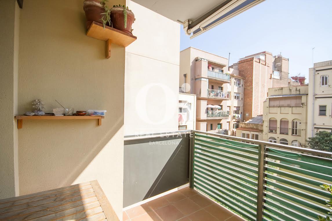 Вид балкона в апартаменты на продажу в районе Побленоу