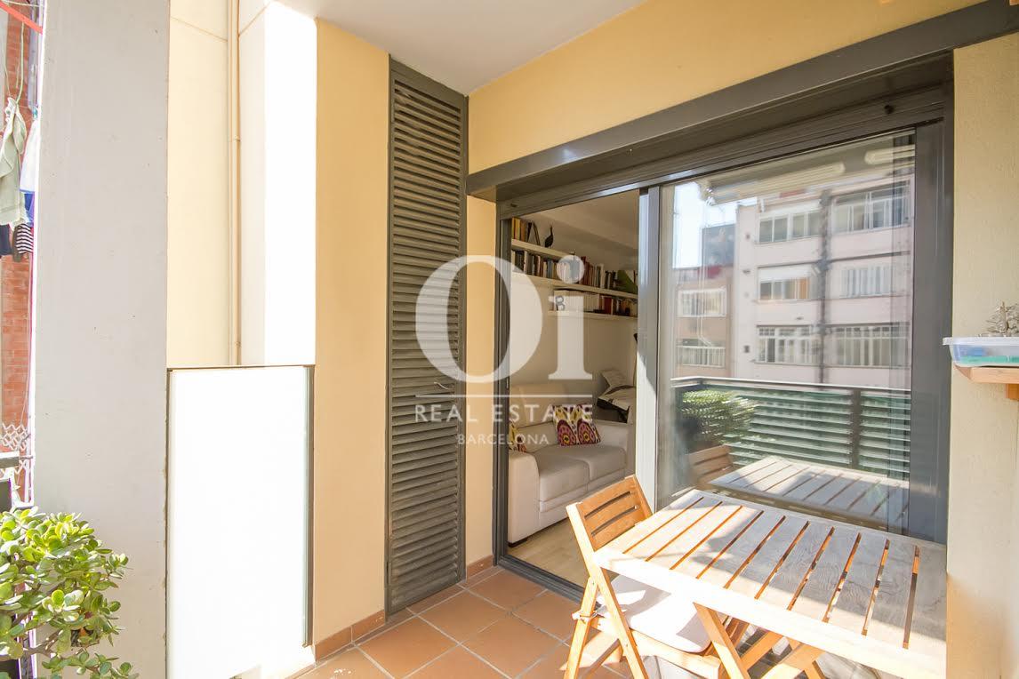 Balcon aménagé ensoleillé dans un appartement charmant en vente à Barcelone