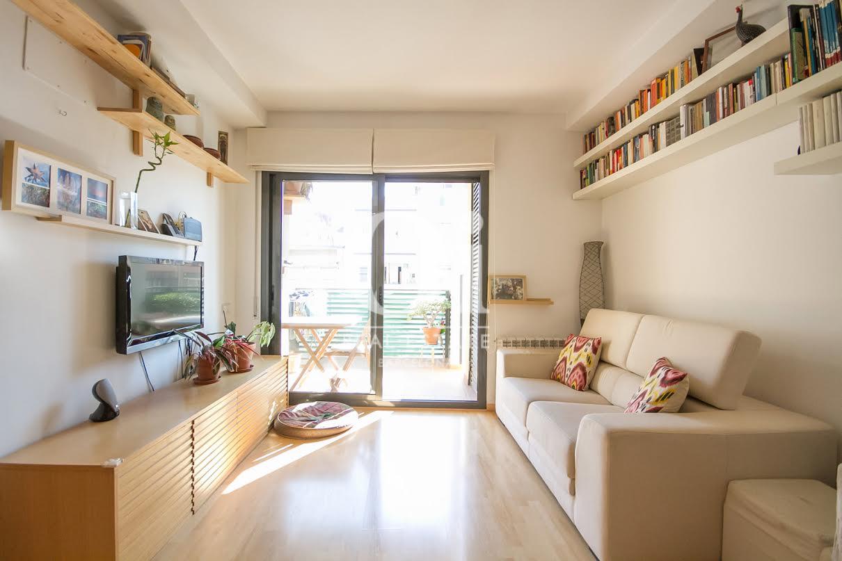 Salon cosy et lumineux dans un appartement charmant en vente à Barcelone