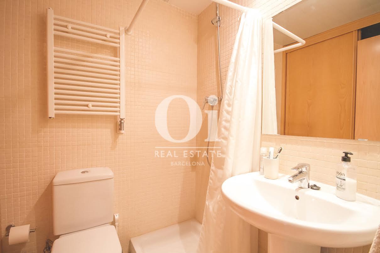 Вид ванной комнаты в апартаменты на продажу в районе Побленоу