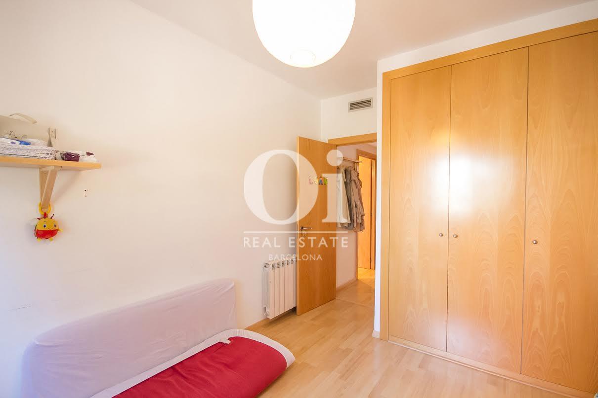 Chambre double lumineuse dans un appartement charmant en vente à Barcelone