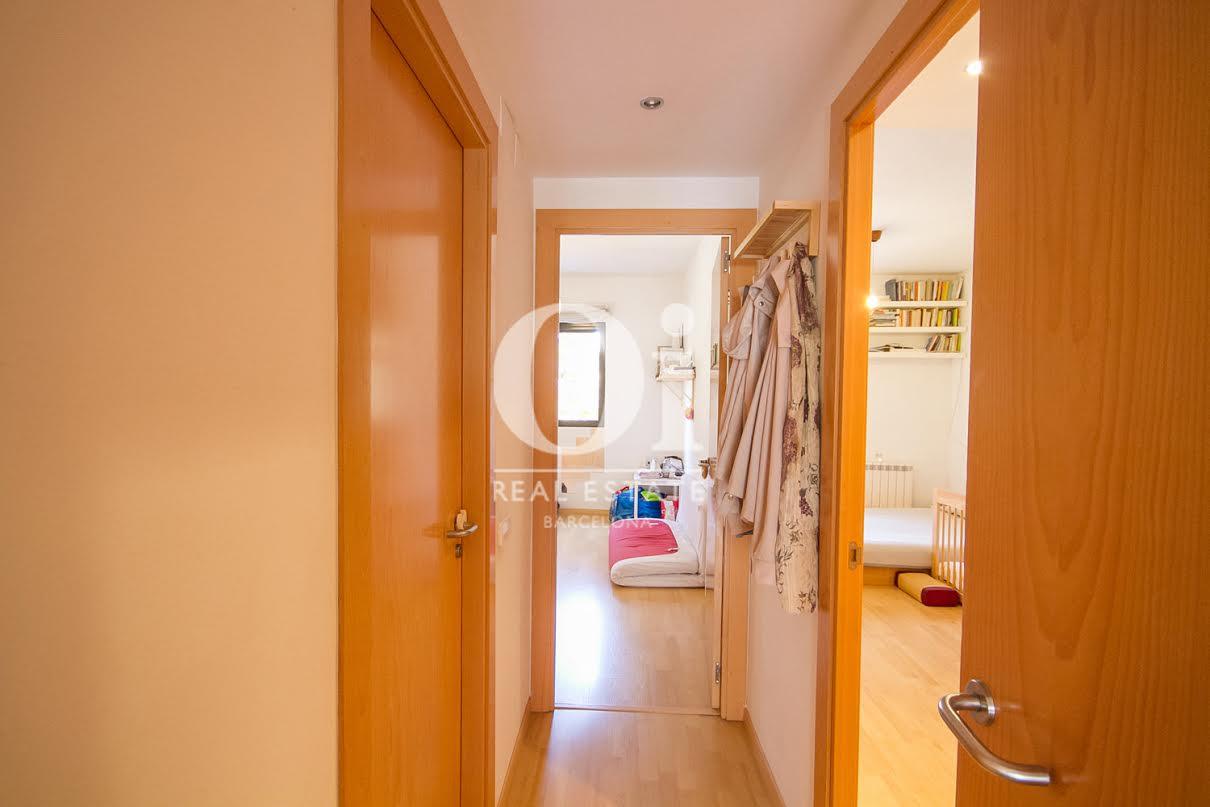 Couloir dans un appartement charmant en vente à Barcelone