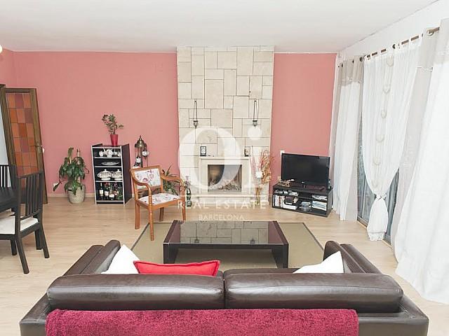 Salon spacieux dans un appartement à louer dans l'Eixample de Barcelone