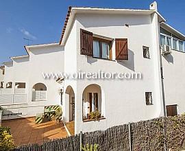 Продается угловой дом в Ареньс де Мар