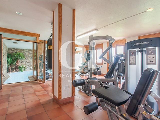 Salle de sport équipée dans une magnifique maison de luxe en vente à Pedralbes