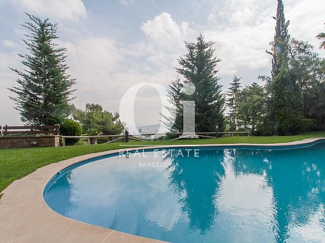 Pool der Luxus-Immobilie zum Kauf in Pedralbes in Barcelona