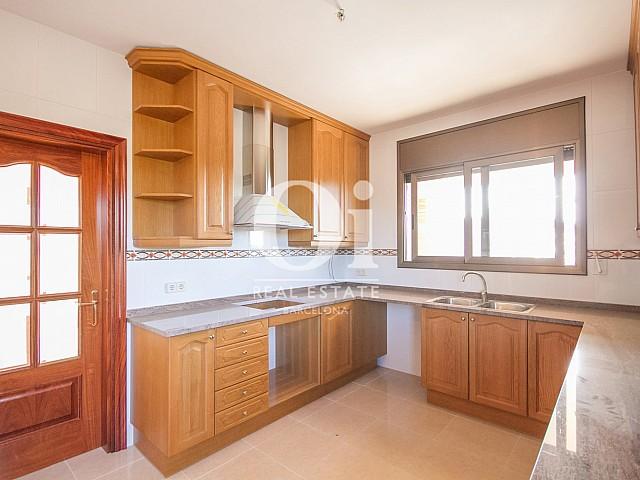Cuisine moderne et équipée d'une maison de luxe en vente aux alentours de Barcelone