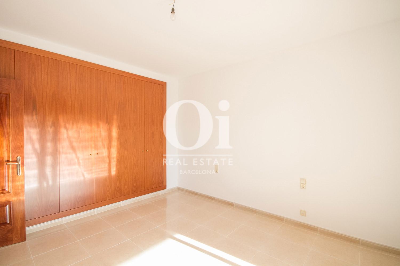 Dormitorio de casa en venta en L'Atmetlla del Vallès