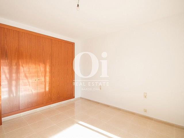 Pièce lumineuse d'une maison de luxe en vente aux alentours de Barcelone