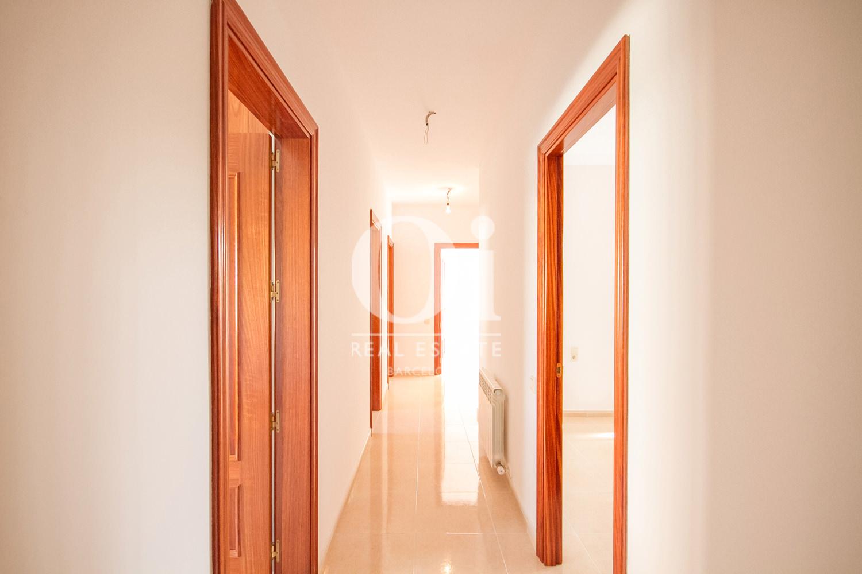 Couloir d'une maison de luxe en vente aux alentours de Barcelone