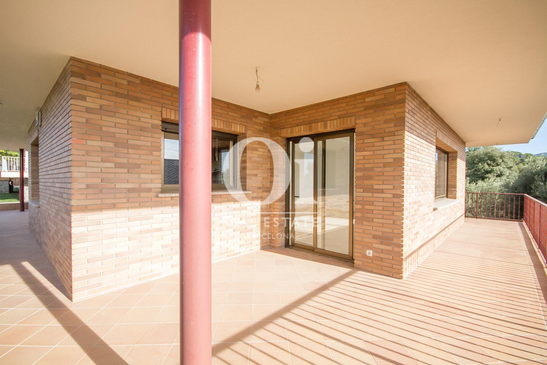 Immense terrasse d'une maison de luxe en vente aux alentours de Barcelone