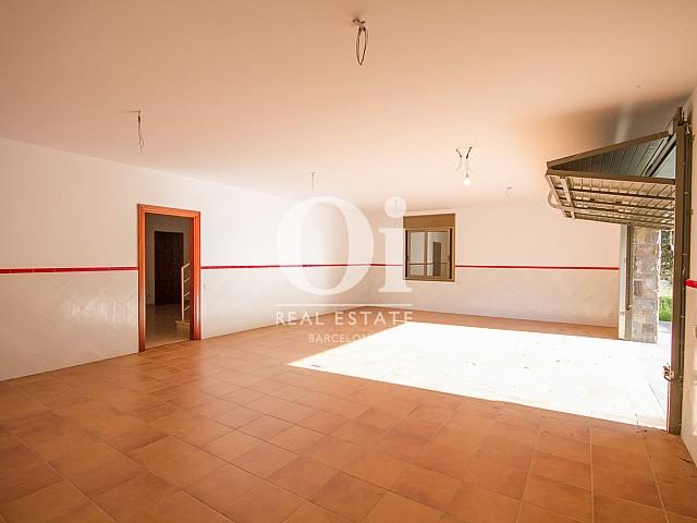Grand garage d'une maison de luxe en vente aux alentours de Barcelone