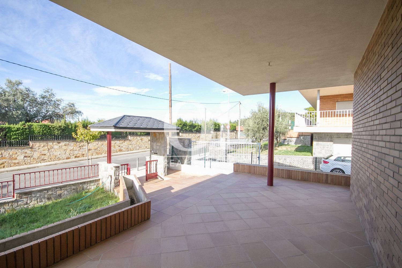 Acceso de casa en venta en L'Atmetlla del Vallès