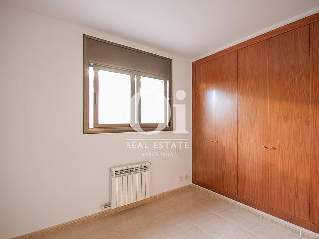 Pièce avec armoires encastrées d'une maison de luxe en vente aux alentours de Barcelone