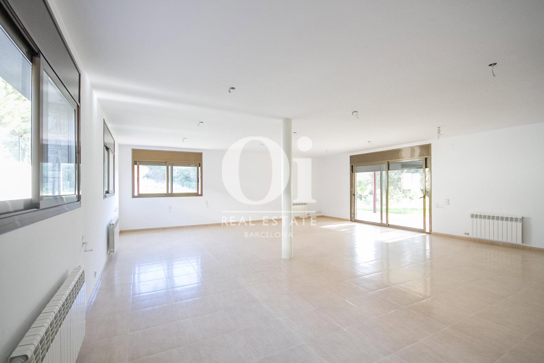 Grande pièce très lumineuse d'une maison de luxe en vente aux alentours de Barcelone