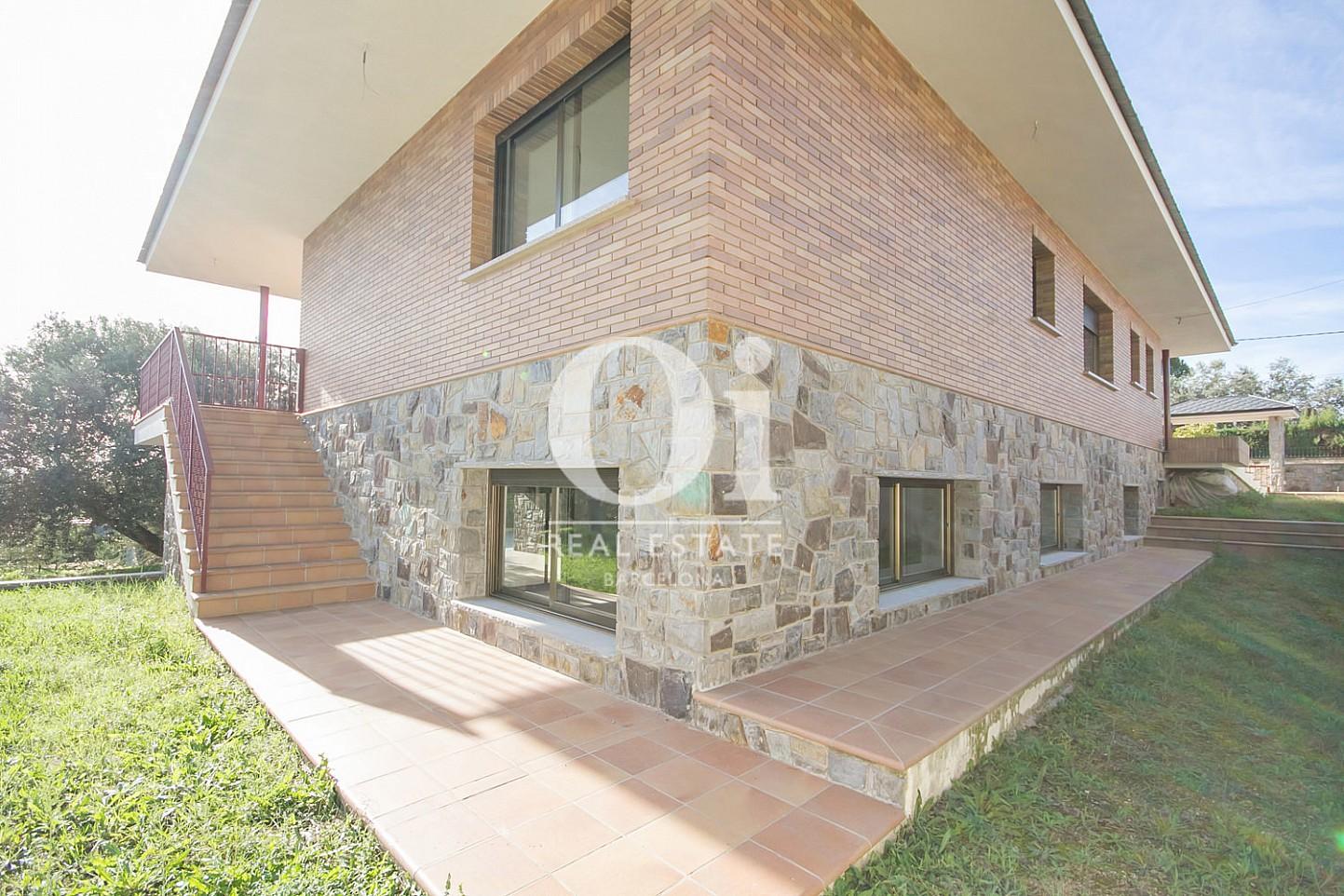 Fachada de casa en venta en L'Atmetlla del Vallès