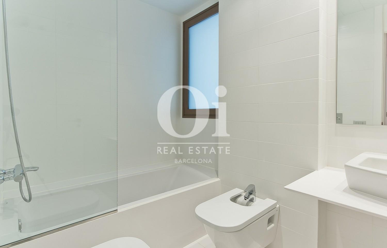 Salle de bain complète  dans un appartement en vente dans l'Eixample de Barcelone