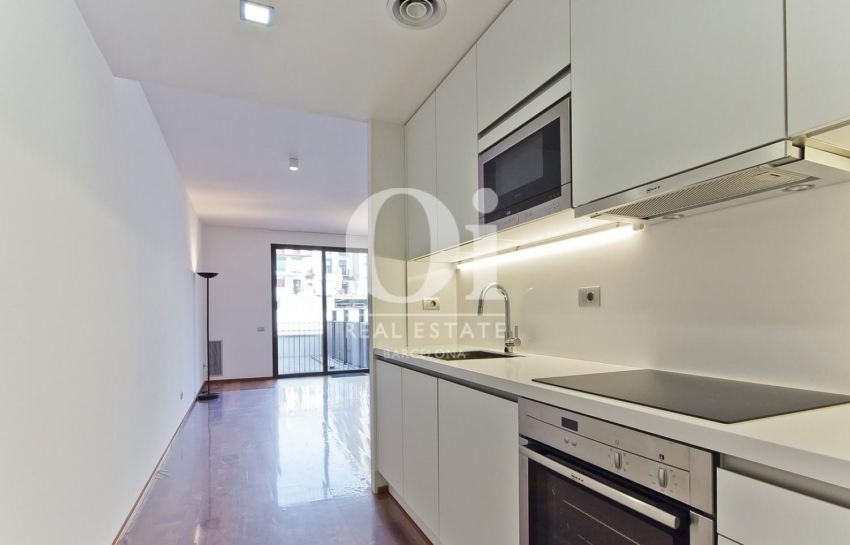 Cuisine moderne et équipée  dans un appartement en vente dans l'Eixample de Barcelone