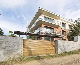 Venta de conjunto de dos casas unifamiliares sobre parcela 1.317 m2 en Vallvidrera