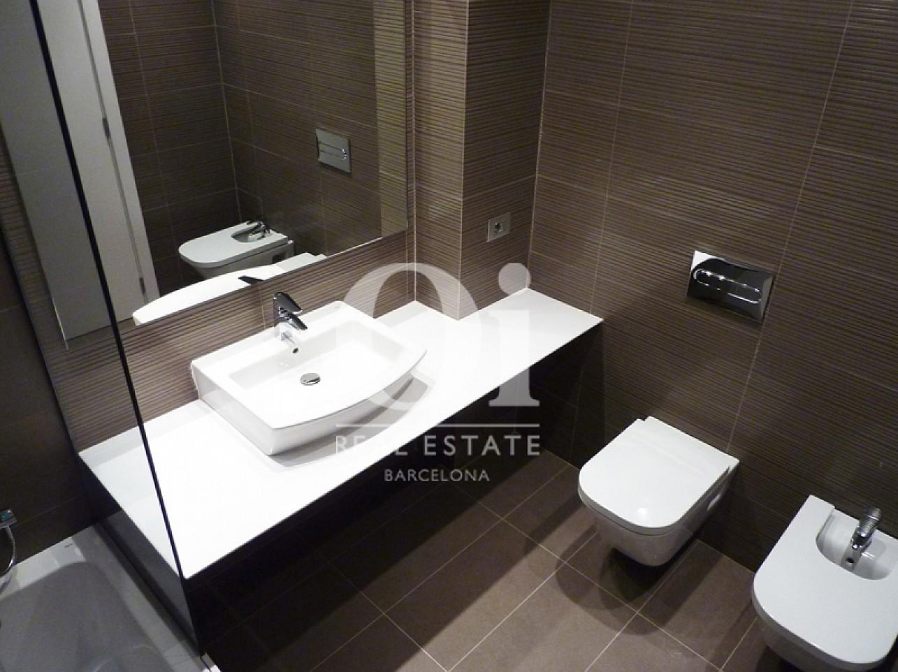 Belle salle de bain complète  dans un appartement en vente dans l'Eixample de Barcelone