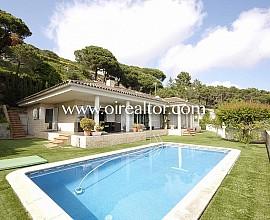 Preciosa casa de una planta con vistas al mar en Cabrils