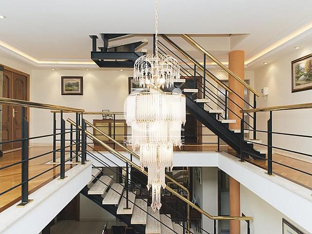Vista de escaleras de casa en venta en Sant Just Desvern