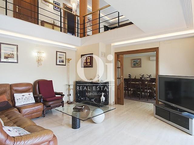 Vista de salón de casa en venta en Sant Just Desvern