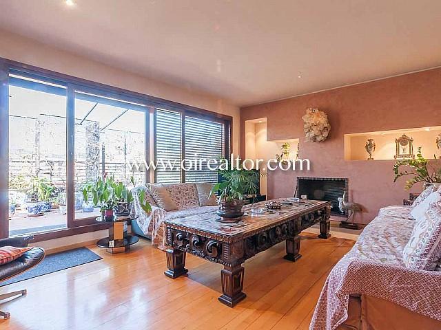 Espectacular ático en venta con vistas y terraza de 95 m2 en Eixample