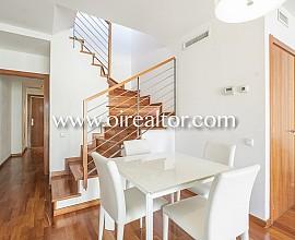 Magnifique penthouse à vendre avec terrasse de 40 m2 dans le convoité district Eixample Dreta, dispose de licence touristique