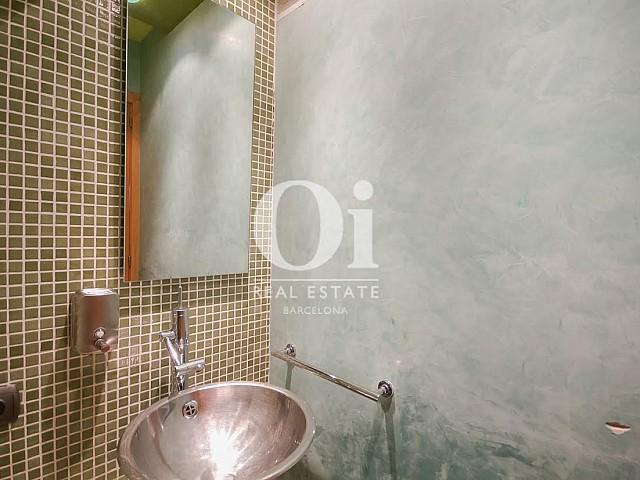 Salle de bain complète d'une maison de luxe en vente près de Barcelone